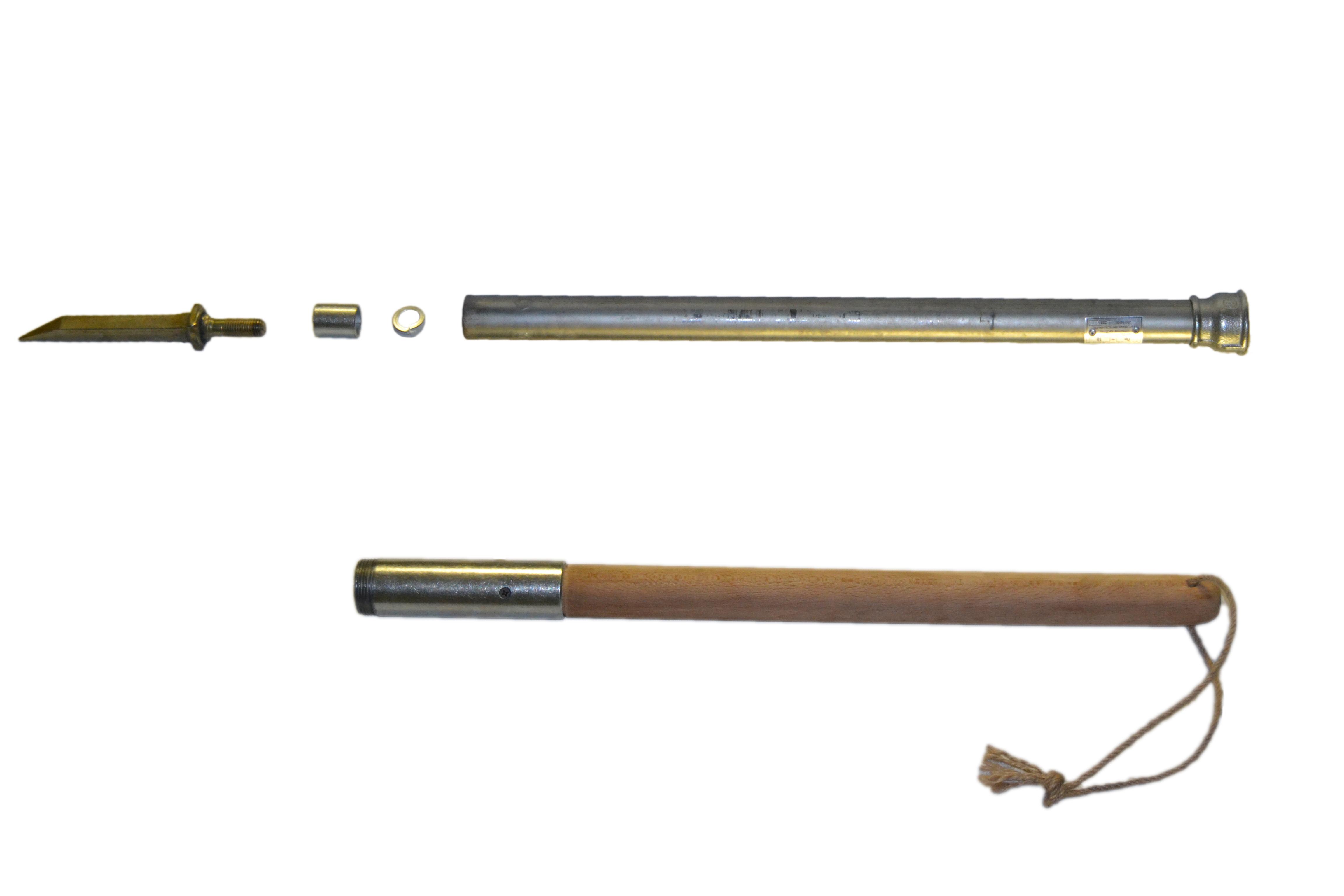 Пешня 3-гранная (кованная) с деревянной ручкой 2