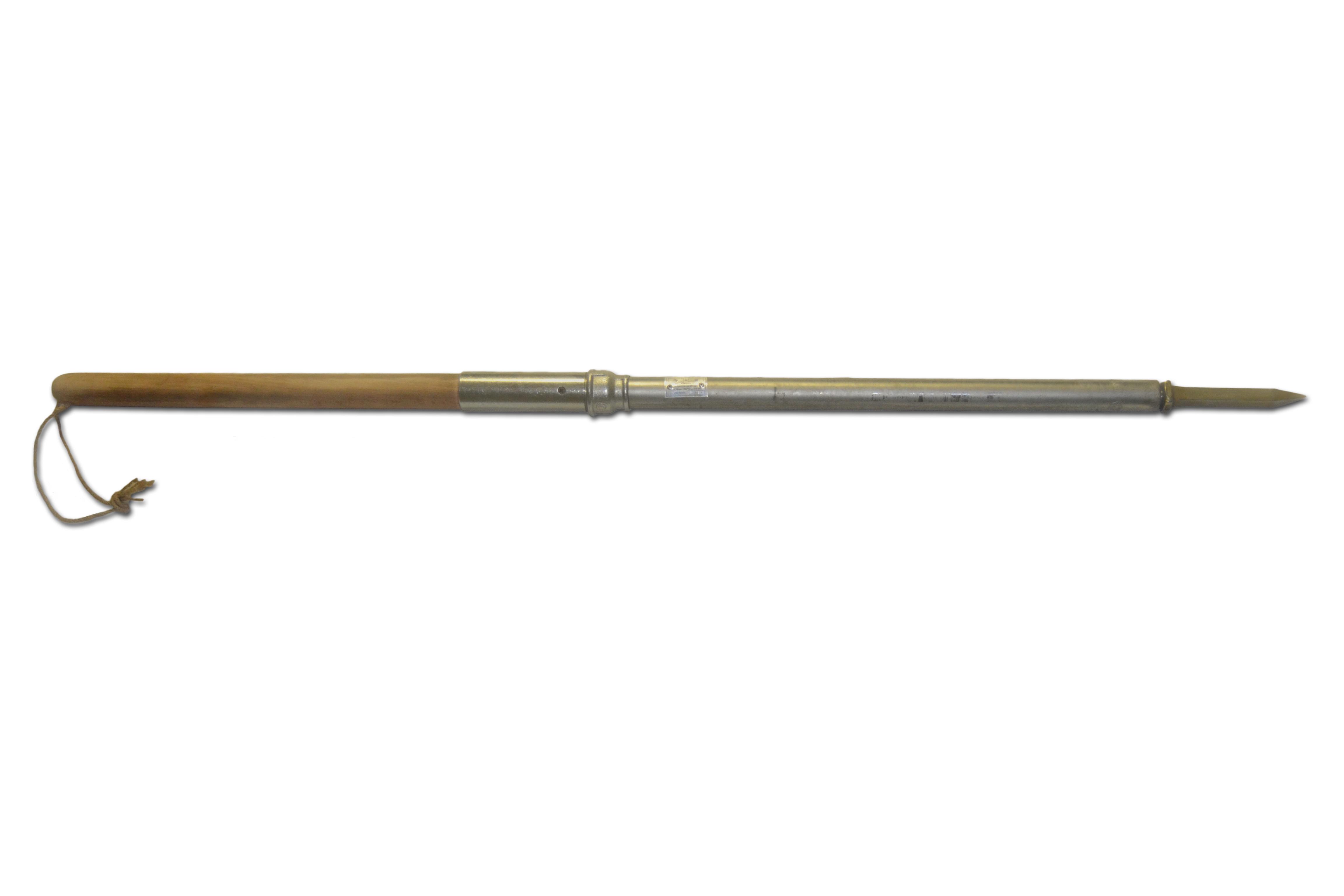 Пешня 3-гранная (кованная) с деревянной ручкой